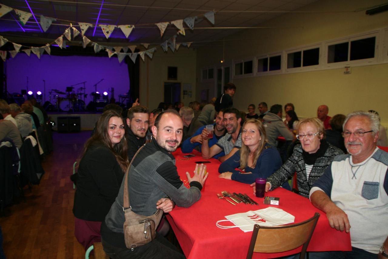 Repas du soir à la salle des fêtes de Noyers Bocage