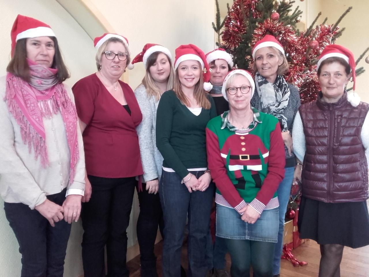 L'équipe de lutins pour un inoubliables Noël à la cantine